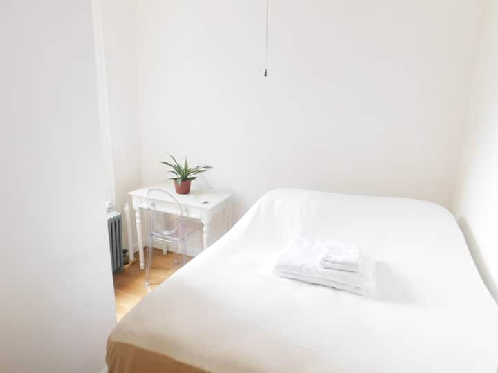 Soho Private Clean & Quiet Bedroom