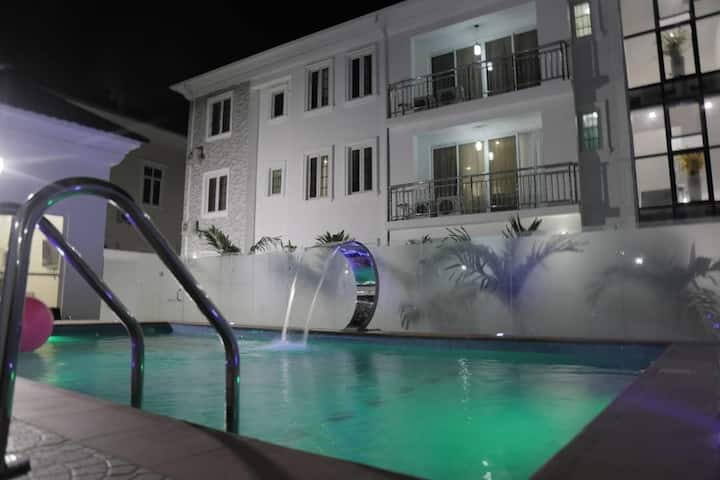 Luxury 3 Bedroom Service Apartment Banana Island