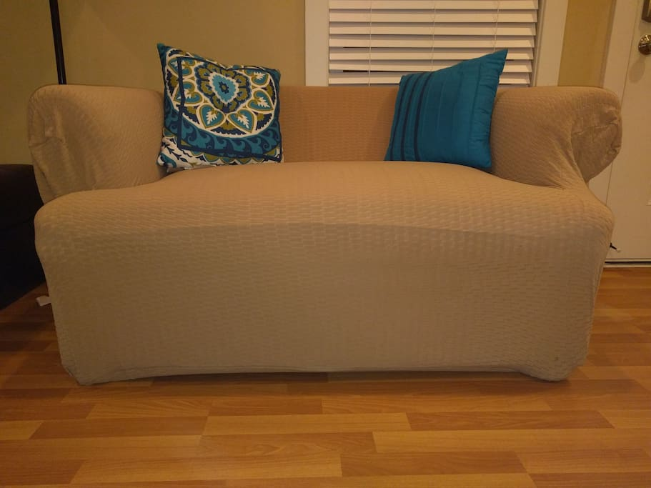 Pull out couch which turns into a twin size bed.  Ideal for 4+ guest count.