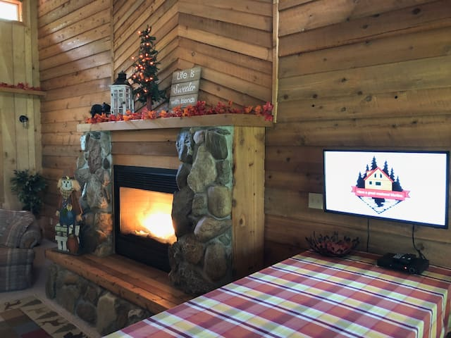 Cozy Cabin Retreat w/Pond/Fire Pit/Sledding Hill