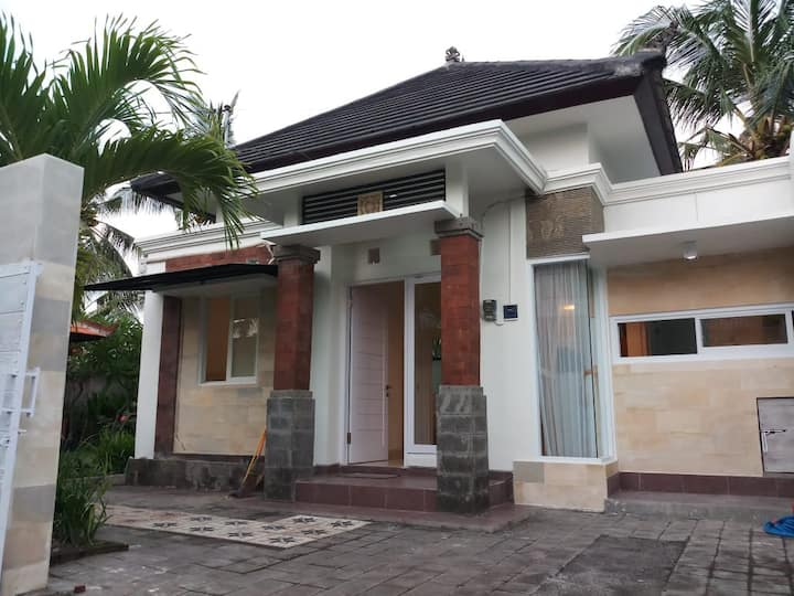 2BR -Cozy House Near Keramas Surfing Beach