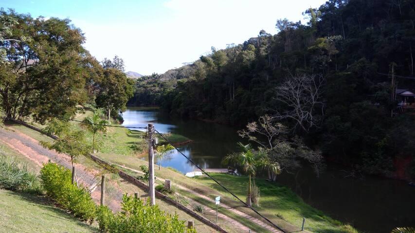 Vista da casa para o lago.
