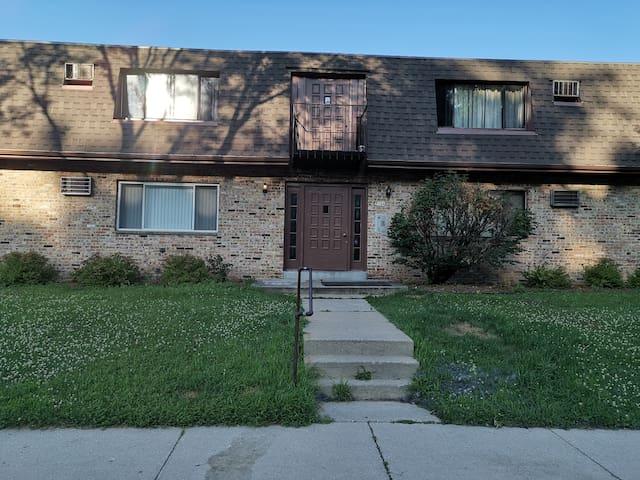 1717  01  2 bedroom apartment in West Allis