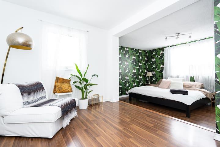Fresh+Bright House!(Central Loc)3 BDRMw/ Hot Tub