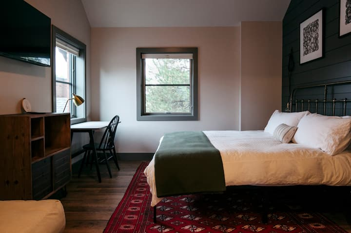 Boutique Hotel on Main St - Downtown Carbondale