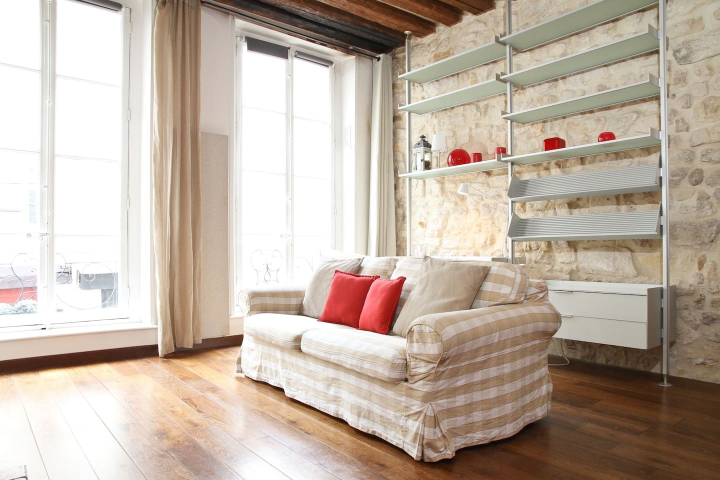It is a cosy but airy living room, perfect for relaxing after a long day of city sightseeing