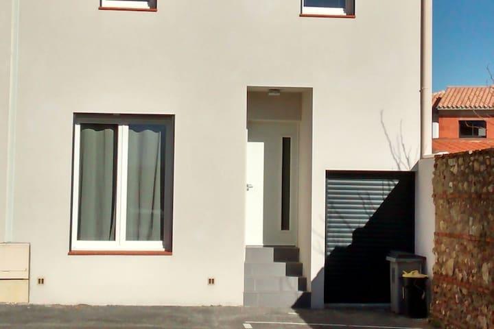 Charmante maison de village neuve avec jardin - Alénya - House