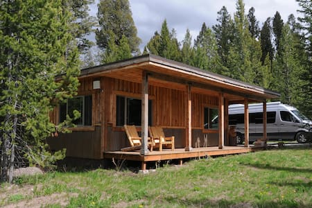 Mini-Moose Cabin - West Yellowstone