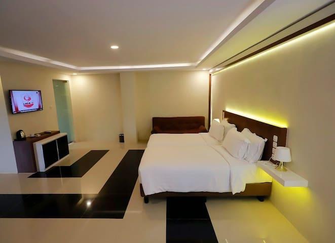 Grand Harvest Resort & Villas (Suite)
