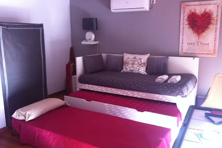 -- DOUBLE ROOM IN BEAUTIFUL DUPLEX -- - Madrid