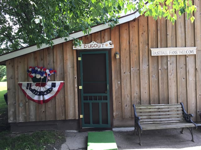 The Dugout- 1.5 Miles from Cooperstown Dreams Park