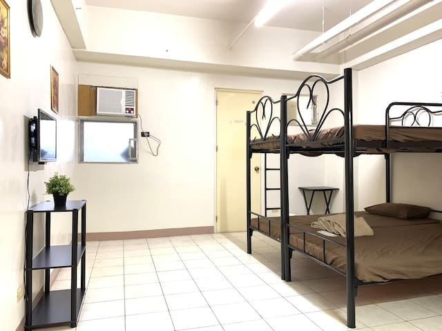 Center of Cebu/walking to malls/private room/3pax