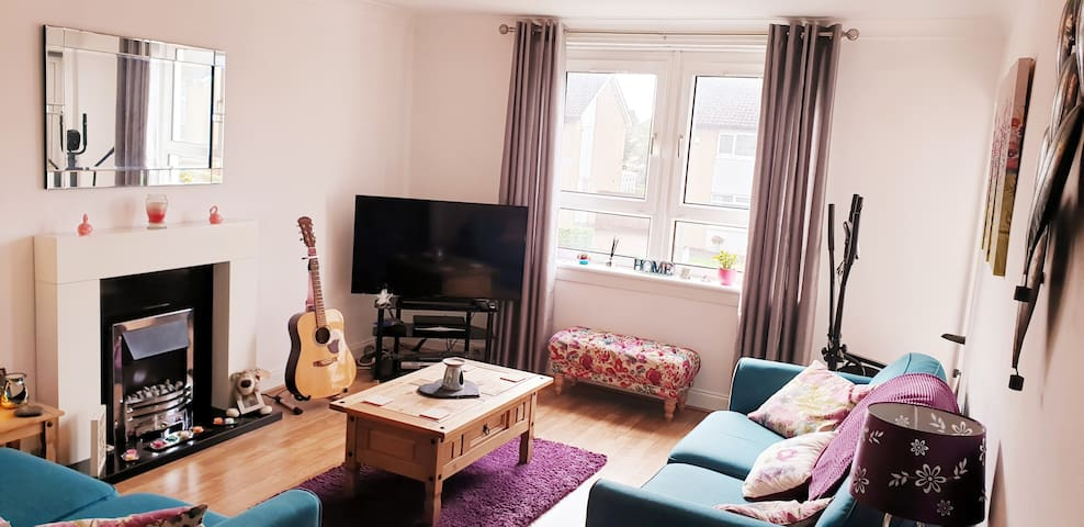 Bright Spacious Double Room in West End Flat