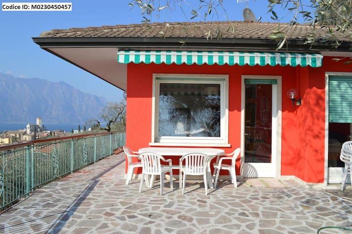"""Villetta Rossa"" piscina e vista lago mozzafiato"