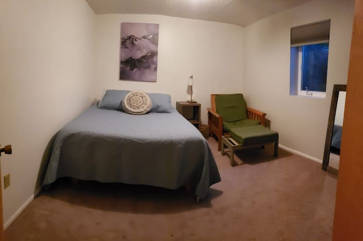 Private Room in Midtown Anchorage  U-Med Area