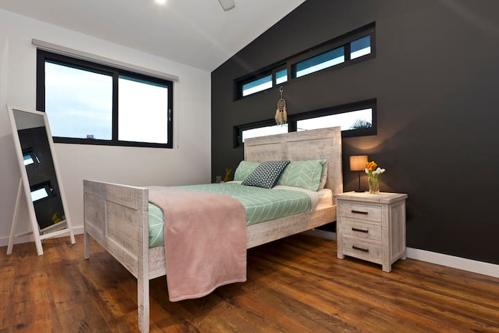 Upstairs bedroom (queen bed) with TV, 2-way ensuite (shared with twin room) and built-in robe
