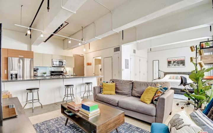 EXPERIENCE DTLA IN THIS CHARMING LOFT