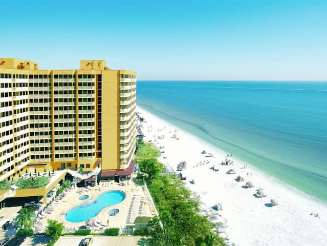 DREAM 1BR WITH GULF VIEW! ON THE BEACH, POOL, SPA!