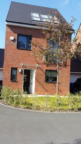 Private Self-Contained Accommodation - Salford - Apartamento