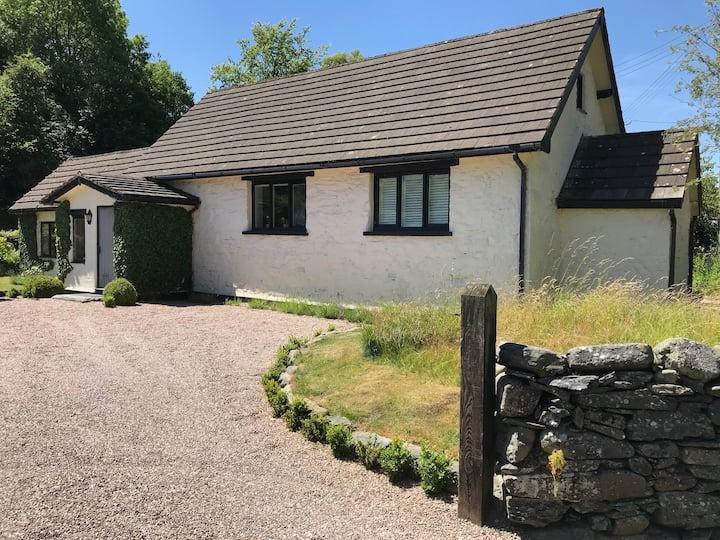 Pretty riverside cottage near Snowdonia
