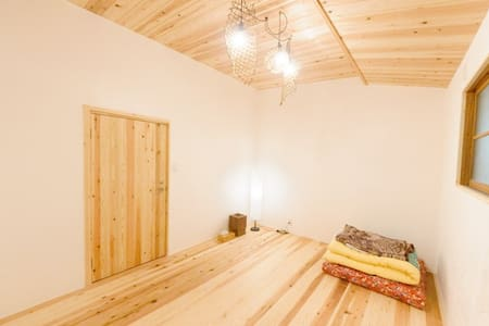 Renovated old traditional house : flooring room 2