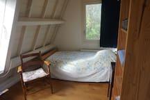 De kamer met 1 persoonsbed