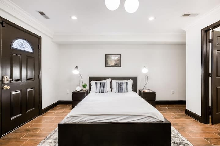 Furnished Room in the Heart of Sunny Bloomingdale