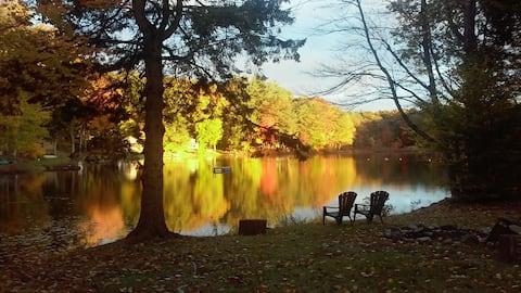 """At The Lake"" A peaceful, lakefront getaway"