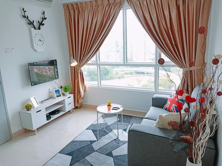★Queensbay Mall★ 2~5 Pax, 2 Bedrooms, 1 Car Park