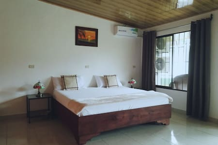 Amapolas R3. Kitchen, King bed, A/C, Wifi, Parking