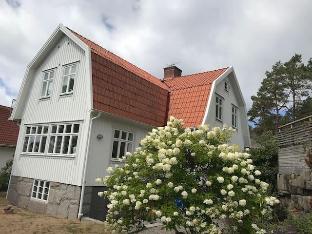 Charmig stor villa nära natur och Göteborg centrum