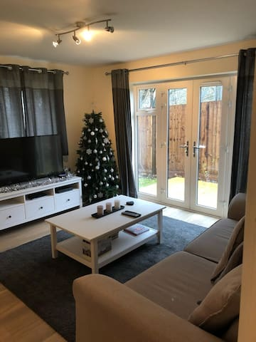 Perfect 2 Bedroom Apartment for Farn Airshow 2018