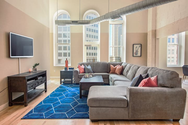 Spacious Loft in the Heart of Downtown