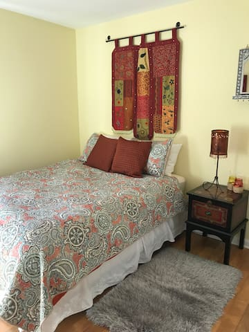 Bedroom with a queen size mattress