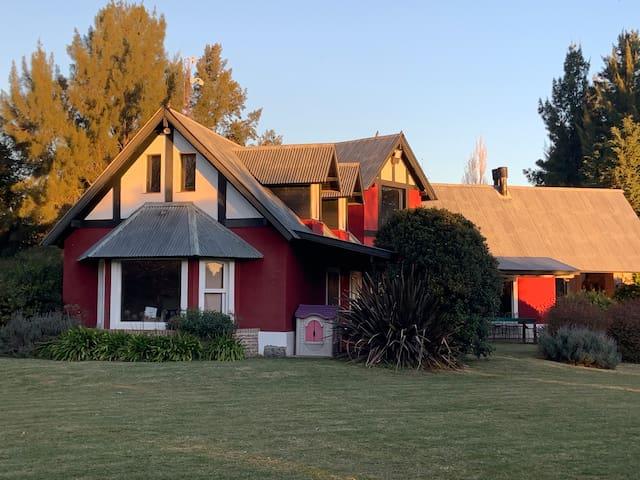 Espectacular casa de campo - SAN VICENTE.-