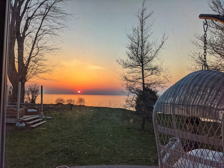 Lake Bluff cottage, Unforgettable view and sunsets