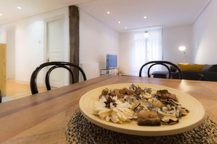 Detalle comedor - Dinning room detail