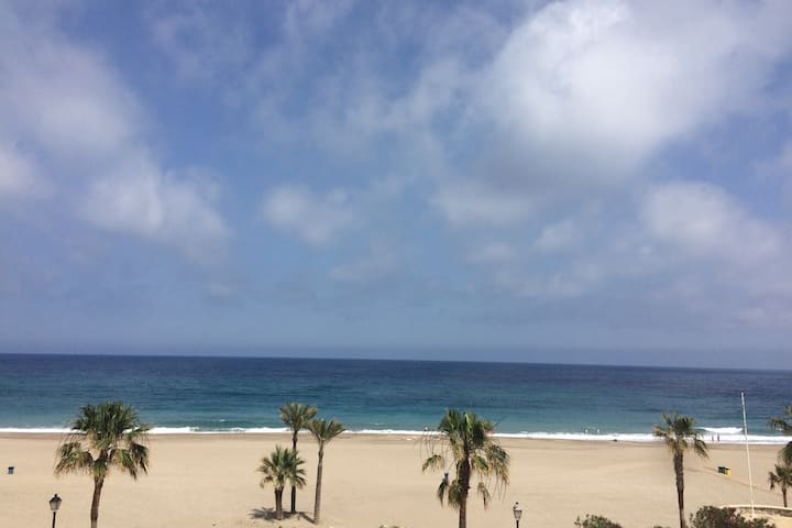 Piso Olivia: una vista inolvidable del mar y playa