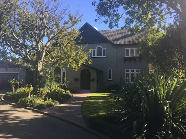 Oakham House -  Executive home - Palmerston North - Bed & Breakfast