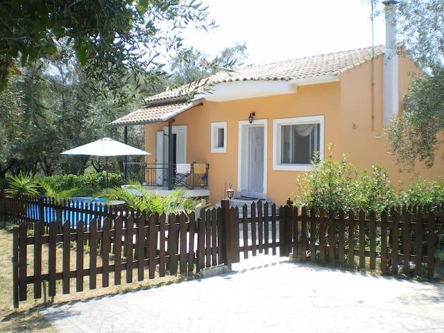 Μονοκατοικία σε ήρεμη περιοχή - Lefkimmi - House