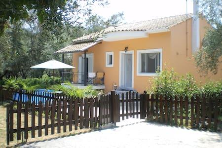 Μονοκατοικία σε ήρεμη περιοχή - Lefkimmi