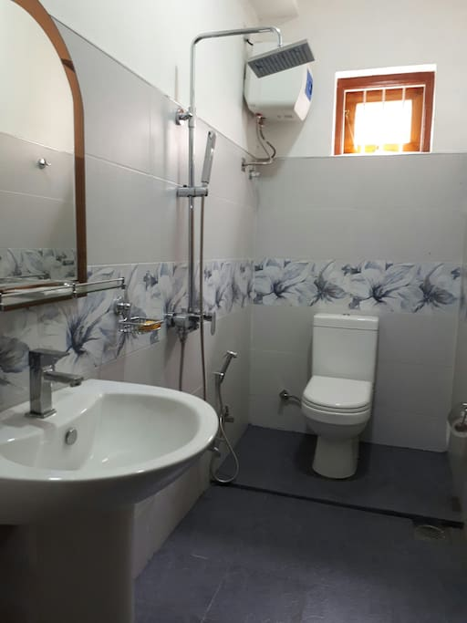 High quality private bathroom with hot water specially for you at Amazing Homestay.