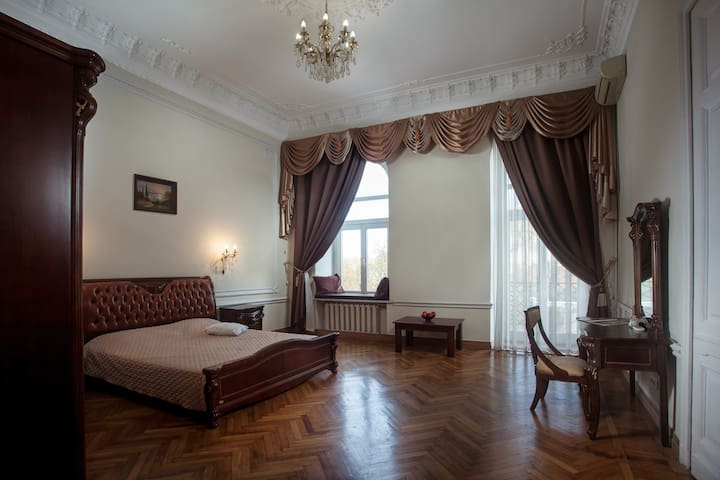 Comfortable room right in the center of Odessa