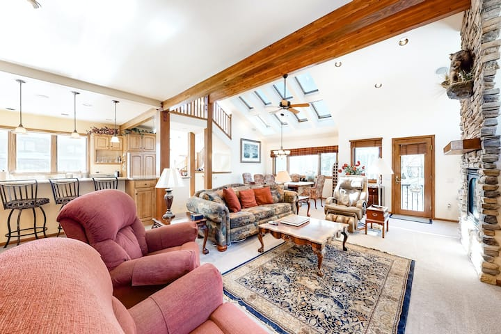Dreamy Retreat Near Town & the Lake W/ Large Deck & Gourmet Kitchen!