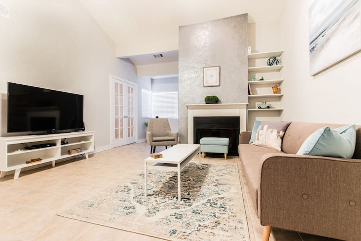 ☆ Uptown Dallas Stunning 1BR ☆ 400Mbps Internet ☆