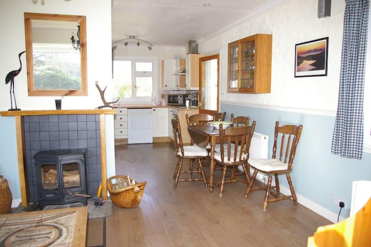 Loch View  Cottage, Loch Sunart, Ardnamurchan. - Glenborrodale - Bungalow
