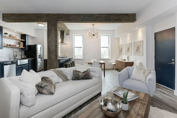 Lux Loft Style Condo  Pittsburgh Heart w/ NYC Vibe