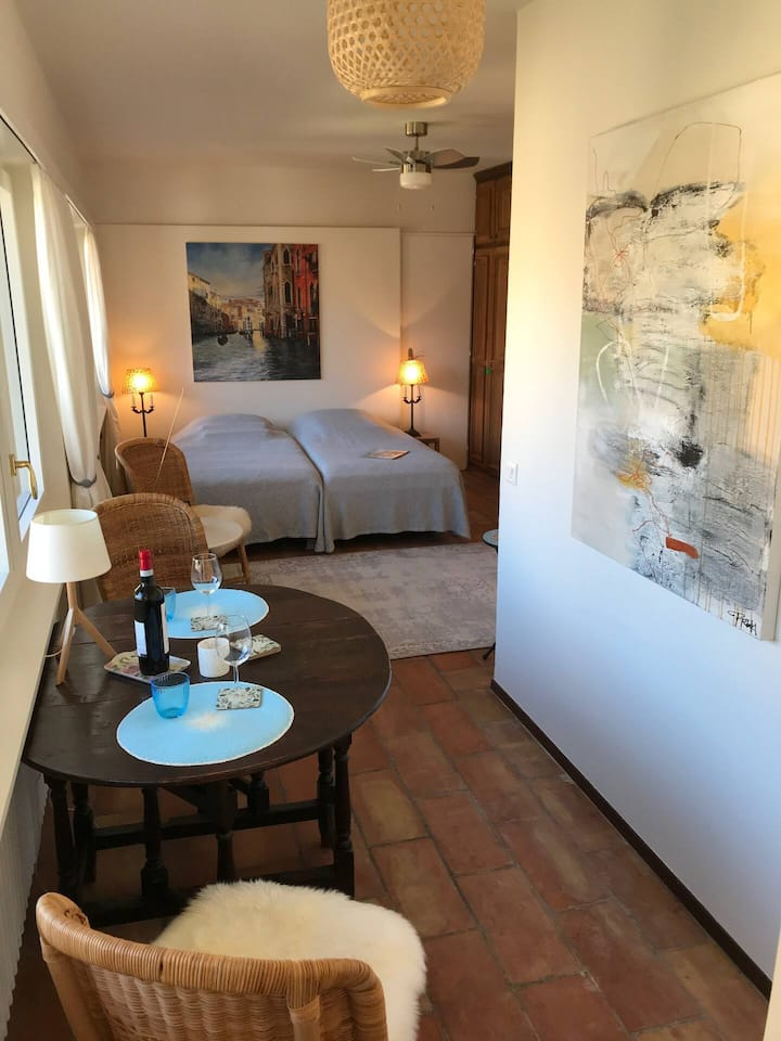 Romantische  Einzimmerwohnung an der Seepromenade