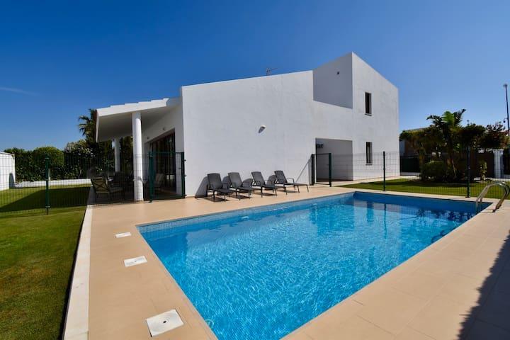 Amazing Villa located 200m to Roche Beach, Conil