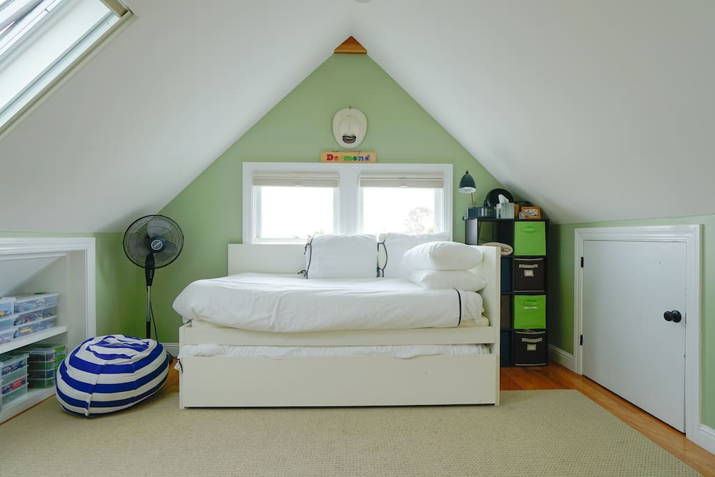 Play room with Twin trundle bed